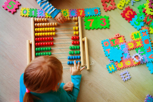 child learning numbers